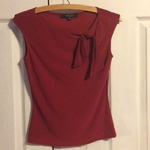 Red sleeveless shirt with ribbon